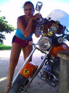 Andressa e sua moto envenenada!