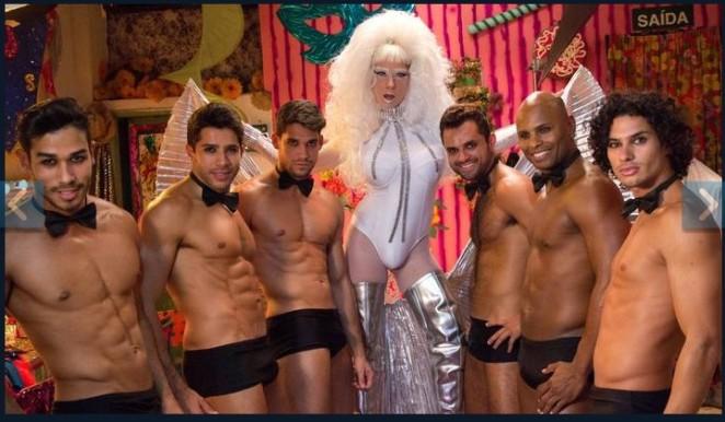 Não, a drag não é o boy da direita